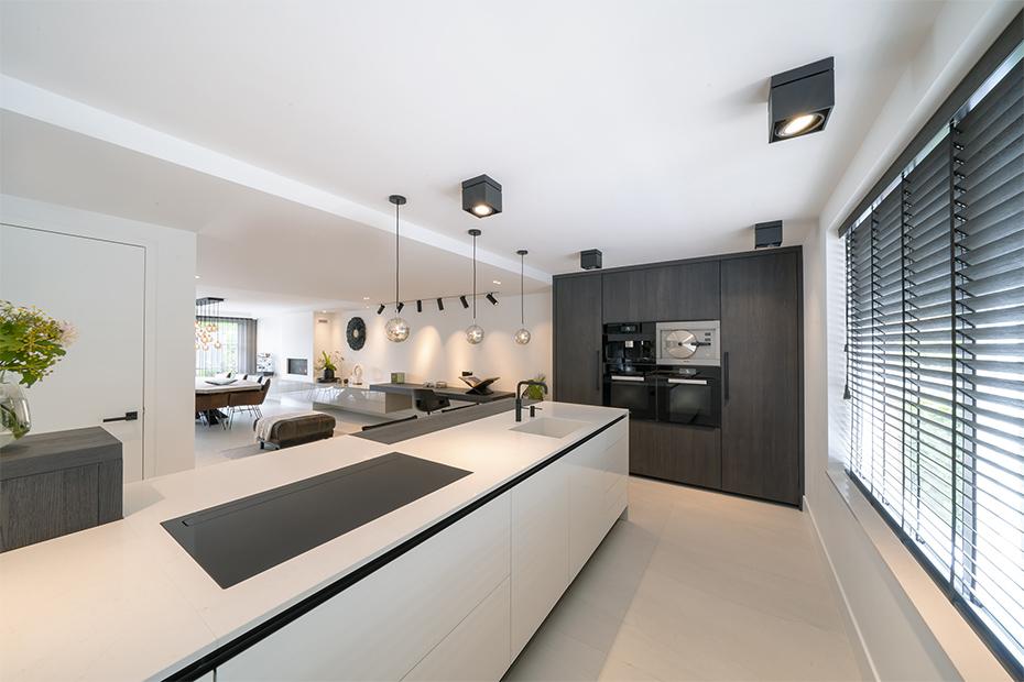 strakke keuken wit blad