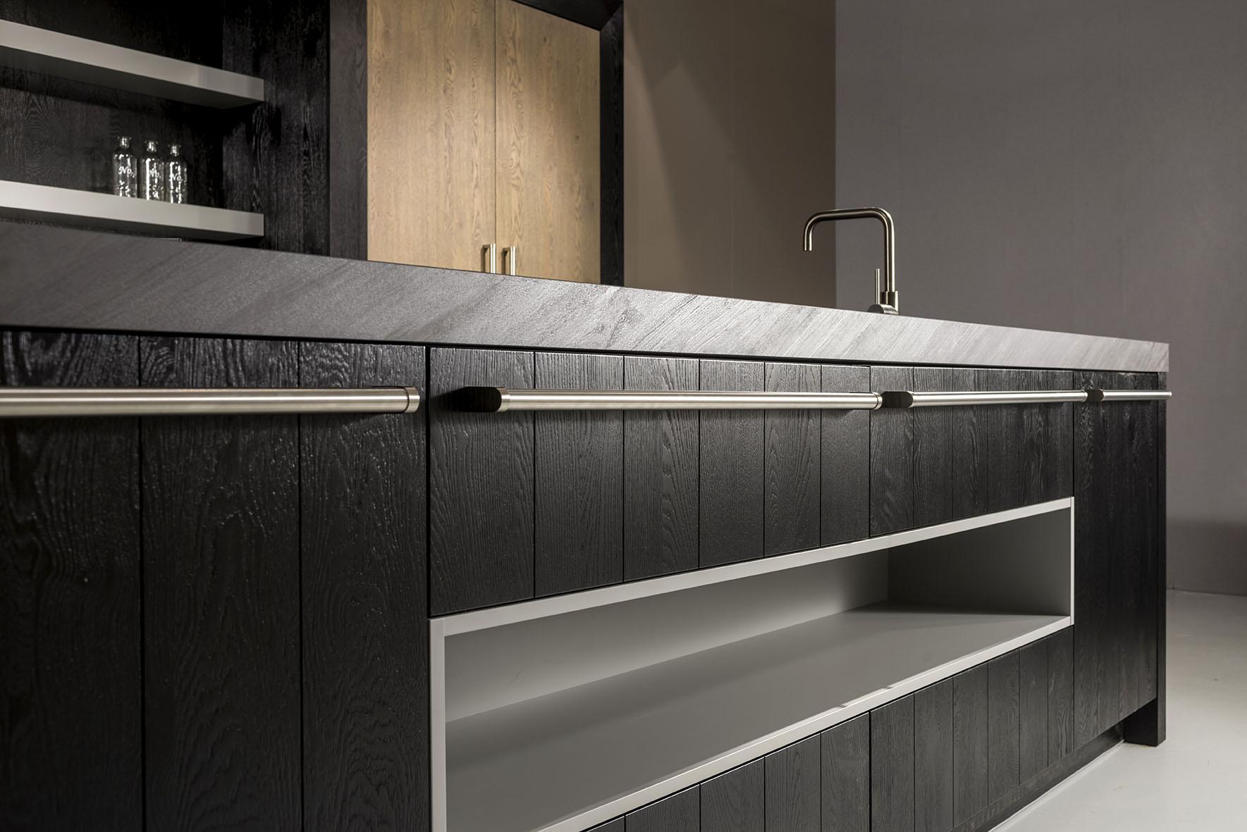 zwart hout keuken