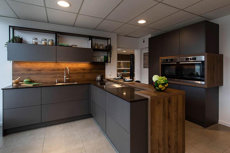 keuken donker hout